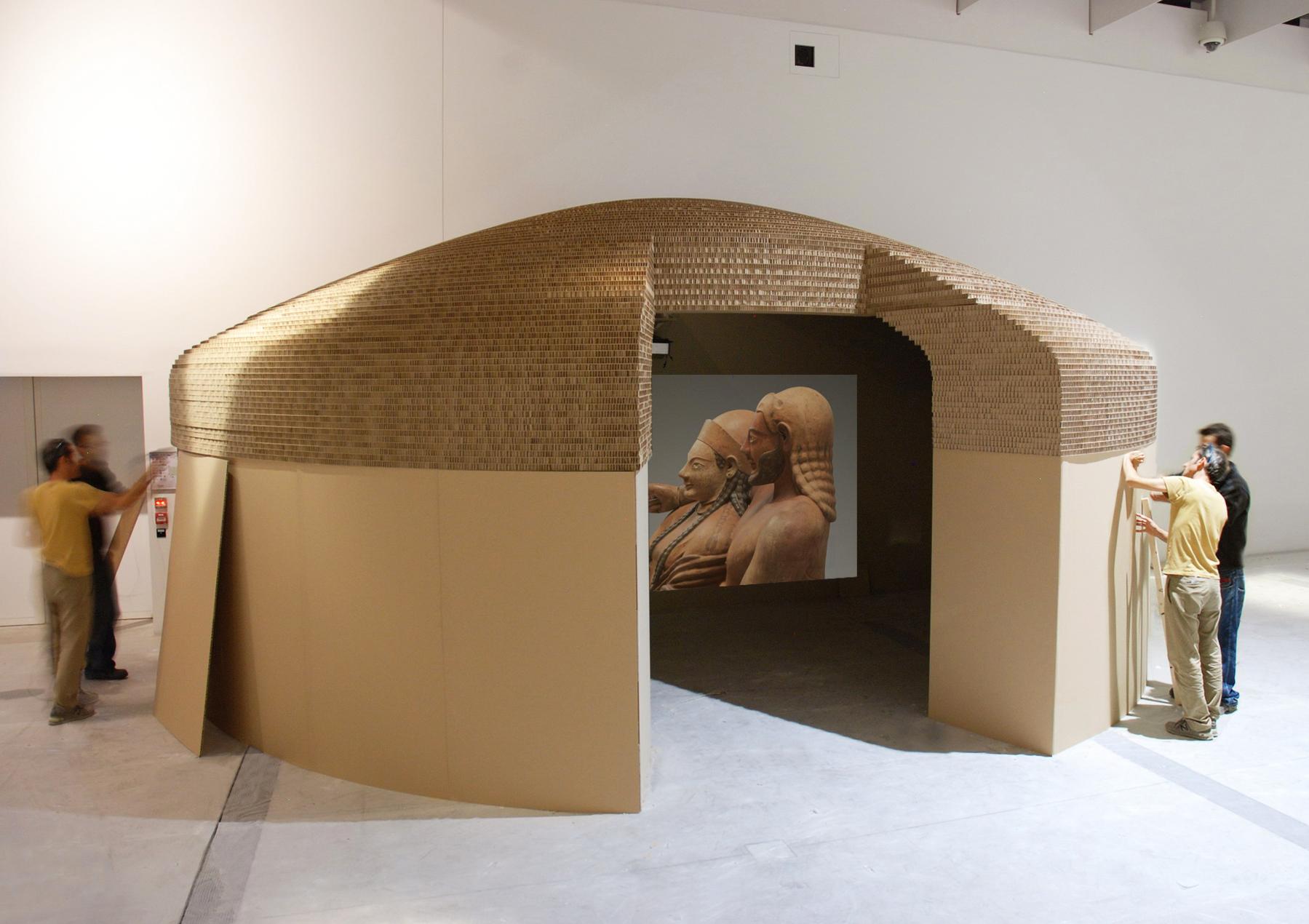 Installazioni in cartone al Louvre-Lens