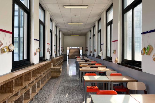 Biblioteca scolastica in cartone
